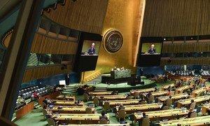قاعة الجمعية العامة للأمم المتحدة خلال الاجتماع الأول للدورة الخامسة والسبعين برئاسة فولكان بوزكير رئيس الجمعية العامة