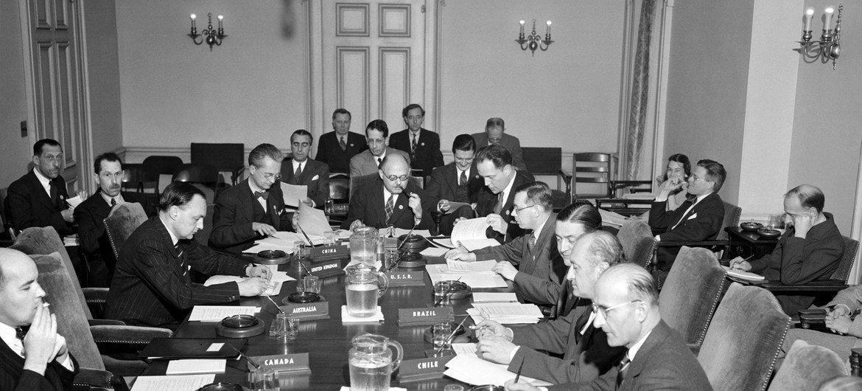 Du 25 avril 1945 au 26 juin 1945, 850 délégués de 50 pays se sont réunis à San Francisco pour jeter les bases de la Charte des Nations Unies