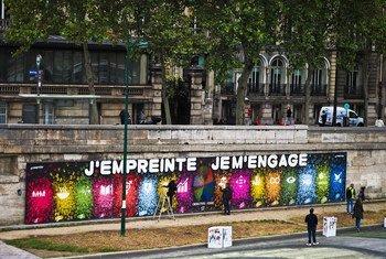 Plus de 5 000 personnes ont laissé leur empreintes à Paris, en France et s'engagent pour les objectifs de développement durable.
