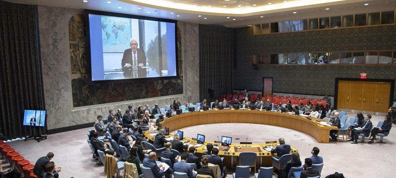 El enviado especial de las Naciones Unidas para Yemen, Martin Griffiths, se dirige al Consejo de Seguridad a través de videoconferencia.