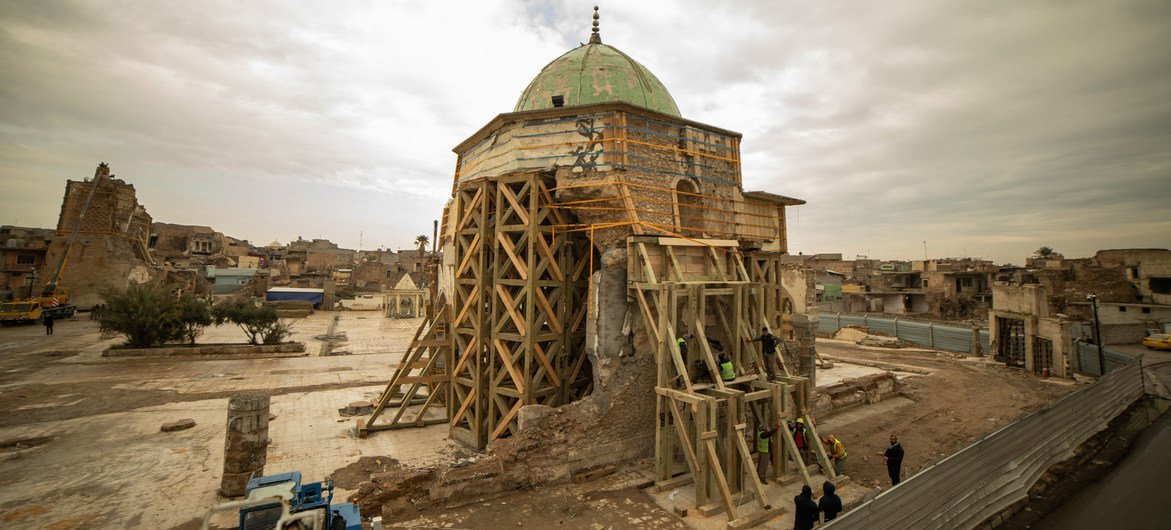 تعرض مسجد النوري في مدينة الموصل العراقية لأضرار جسيمة بسبب انفجار عام 2017 أثناء احتلال داعش للمدينة.