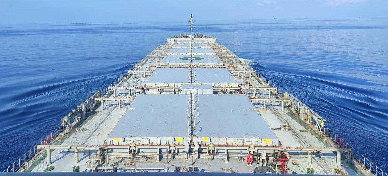 По данным ООН, все еще 200 тысяч моряков не могут сойти на берег.