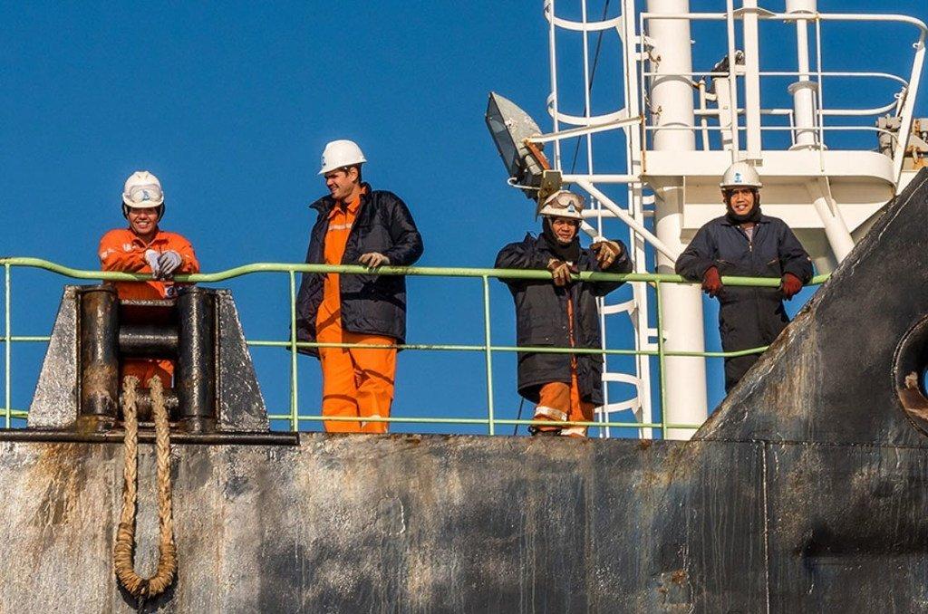 La Organización Marítima Mundial ha pedido a los Gobiernos que reconozcan a la gente del mar como trabajadores esenciales.OMM