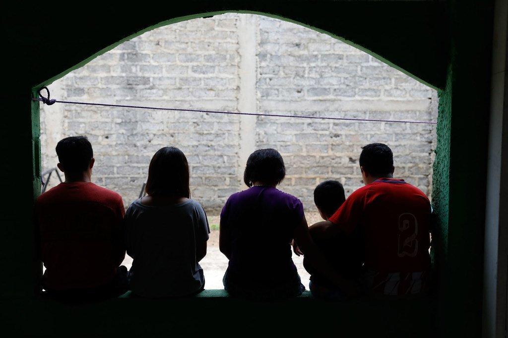 Une famille entière au Salvador a fui son domicile à cause de la violence.