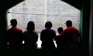 萨尔瓦多一个为躲避暴力而逃往的家庭。