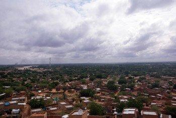 Une vue d'Al Geneina, dans l'Etat du Darfour occidental, au Soudan, où les violence intercommunautaires auraient commencé.