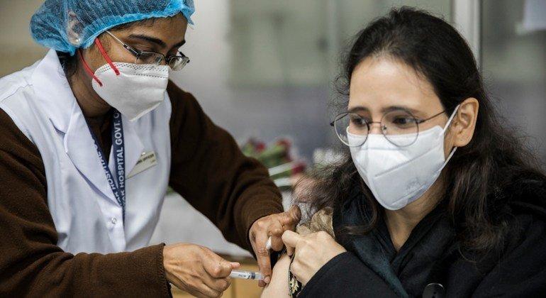 世卫组织总干事:富裕国家年轻、健康的成年人不应在贫穷国家的卫生工作者和老年人之前接种新冠疫苗