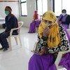 भारत में एक आशा कार्यकर्ता, रीना धाकड़ का कहना है कि वह कोविड से सुरक्षा पाने के लिये टीकाकरण करवाना चाहती हैं.