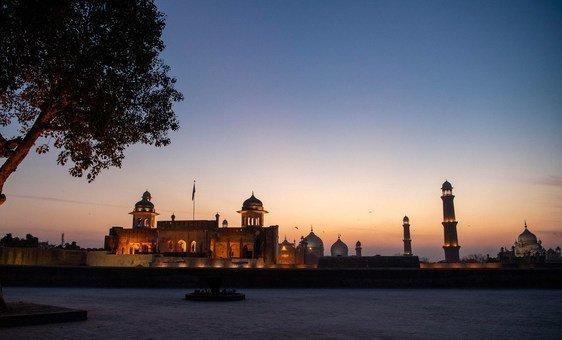 पाकिस्तान के पंजाब प्रान्त में लाहौर स्थित बादशाही मस्जिद का एक दृश्य.