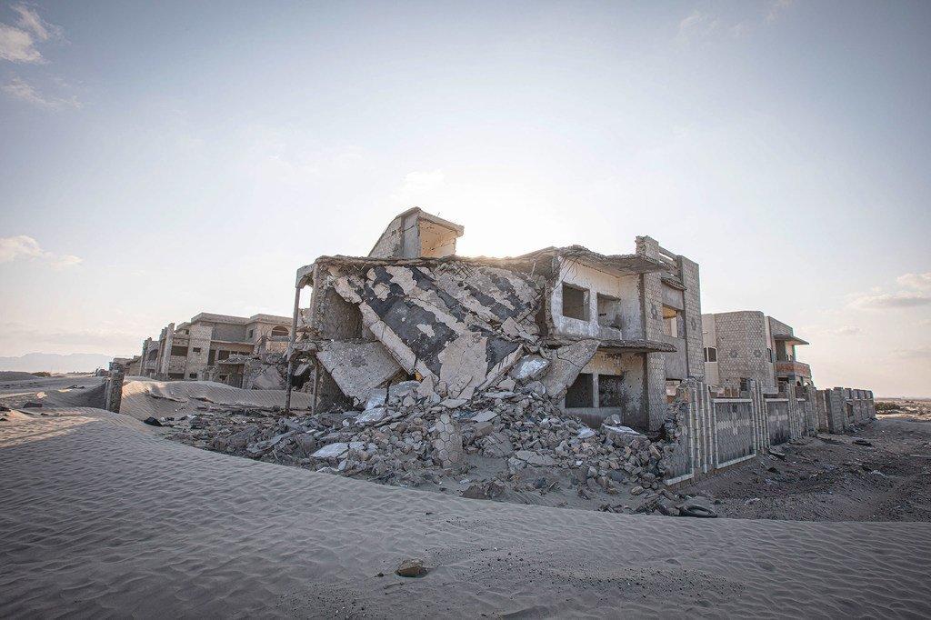 منازل مدمرة في عدن، اليمن.