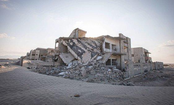 Casas danificadas pelo conflito em Aden, no Iêmen.