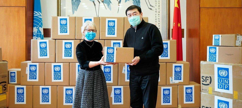 Shirika la mpango wa maendeleo la Umoja wa Mataifa, UNDP nchini China limepatia serikali ya China vifaa muhimu vya matibabu.