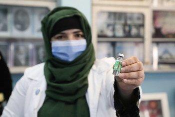 阿富汗喀布尔一所女子学校的教师正在接受新冠疫苗接种。