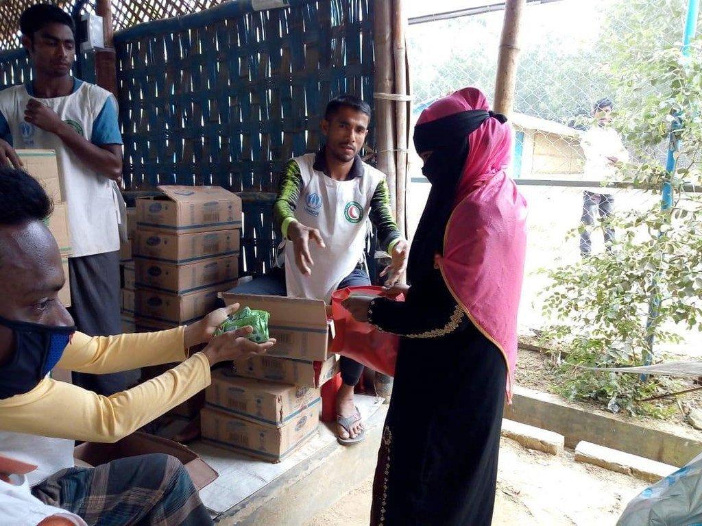 在新冠病毒病大流行期间,难民署继续援助孟加拉国境内的罗兴亚难民。