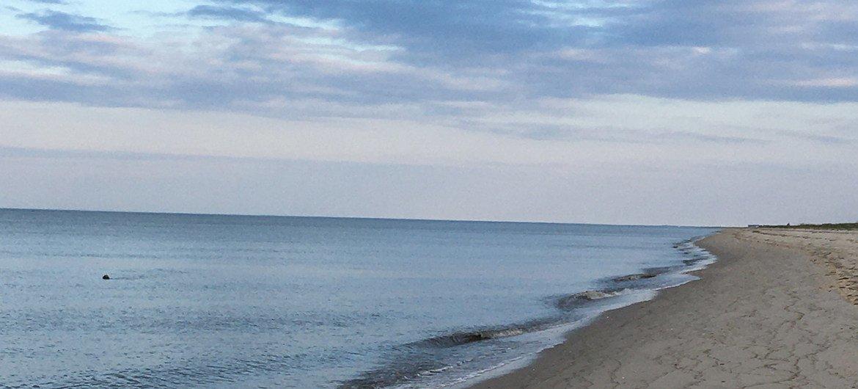 Una playa limpia en Long Island, Nueva York.