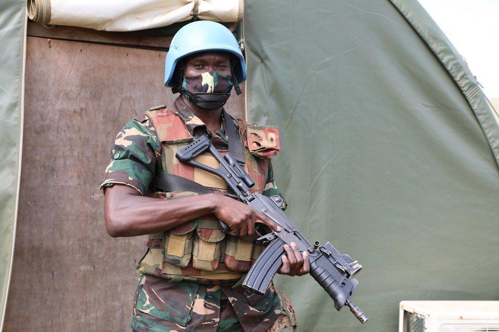 Stephano Odhimbo, mlinda amani kutoka Tanzania akihudumu chini ya bendera ya Umoja wa Mataifa huko DRC.