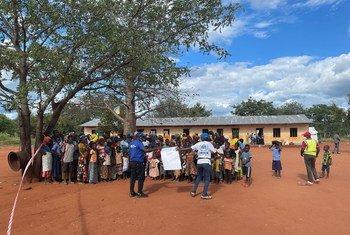 Watu wanaokimbia vurugu jimbo la Cabo Delgado nchini Msumbiji kuelekea nchi jirani Tanzania.