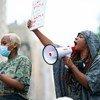Des manifestants à New York protestent contre le racisme et les violences policières à la suite de la mort de George Floyd.