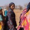 لاجئات من مالي يقمن في مخيم غودوبو في بوركينا فاسو.