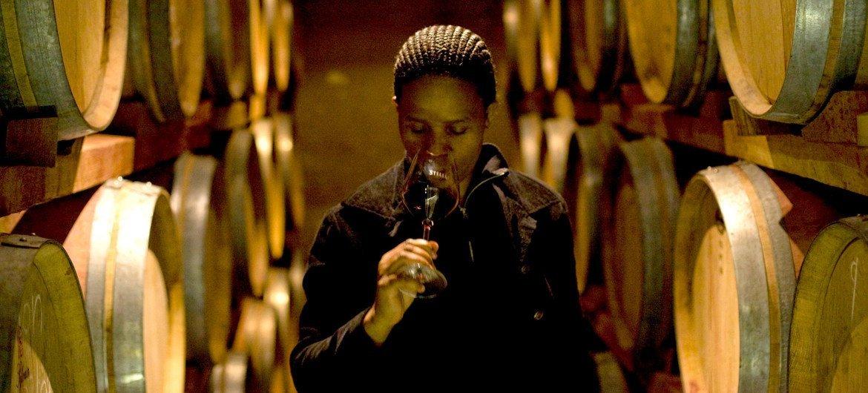 南非的一名女性酿酒商。
