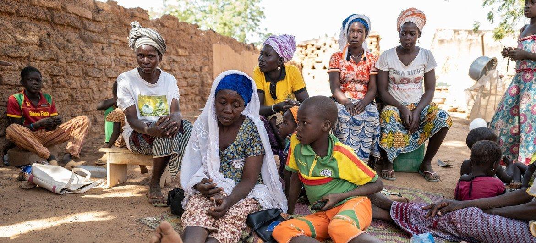 布基纳法索因暴力而流离失所的家庭。