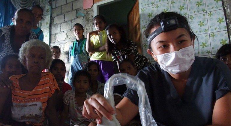 目前居住在雅加达的28岁的急诊医学研究员学者德布雷娜·德维·卢马诺