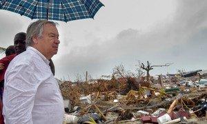 Guterres em visita às Bahamas para ver a destruíção do furacão Dorian