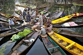 As countries face more political, technical, socioeconomic and other barriers, increased climate ambition is central  to mitigate and adapt to climate change. Vendors are photographed in Kashmir before going to a floating market.
