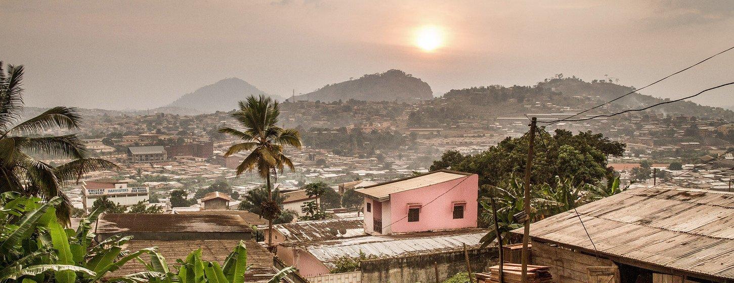 Трущобы в Яунде - в столице Камеруна