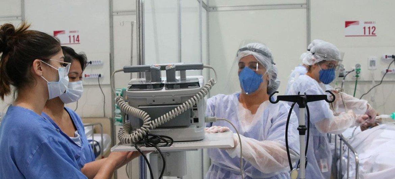 As mulheres representam 65% dos profissionais de saúde no Brasil.