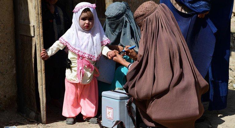 Talibã autoriza retorno da campanha de vacinação contra a pólio no Afeganistão