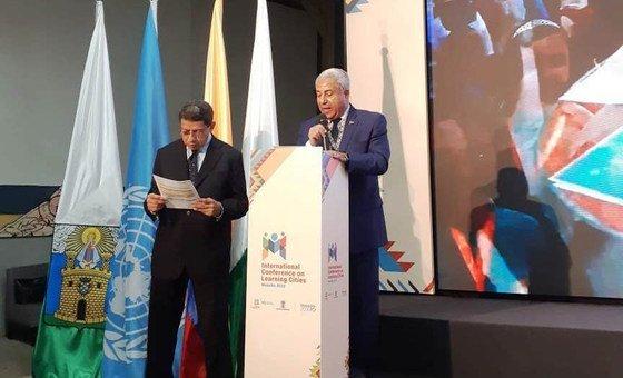 محافظ أسوان اللواء أحمد ابراهيم يلقي كلمة بمناسبة فوز المحافطة بجائزة شبكة مدن التعلم