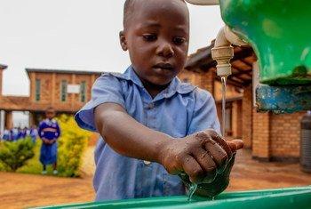 Se laver les mains avec du savon est un des moyens les plus efficaces de prévenir la propagation d'Ebola.