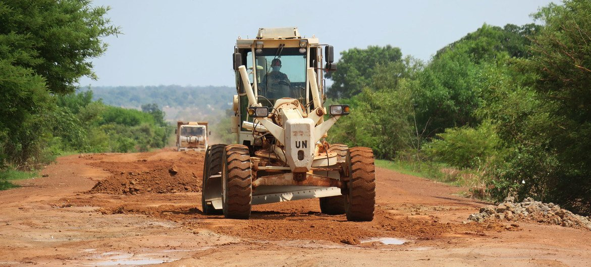 The UN Mission in South Sudan (UNMISS) has rehabilitated thousands of kilometres of roads in the country (file photo).