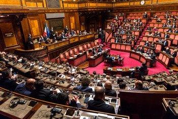 Le Secrétaire général de l'ONU, António Guterres, s'exprimant devant le parlement italien (archive)