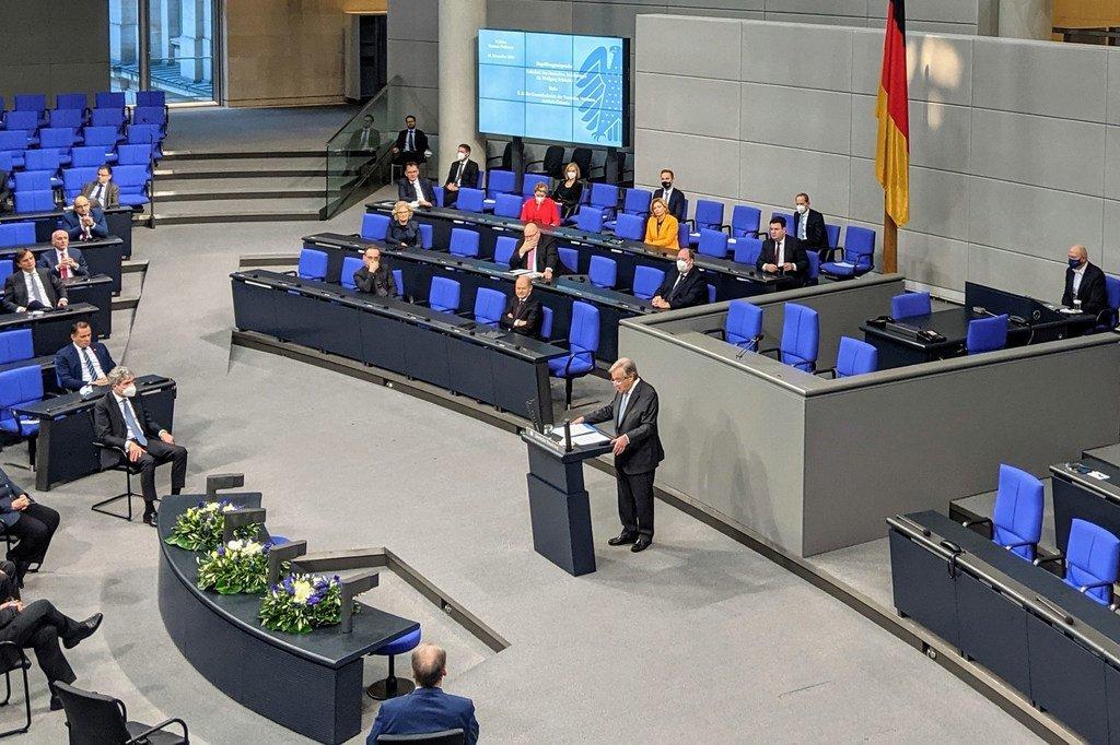 联合国秘书长安东尼奥·古特雷斯在柏林德国议会发表演讲。