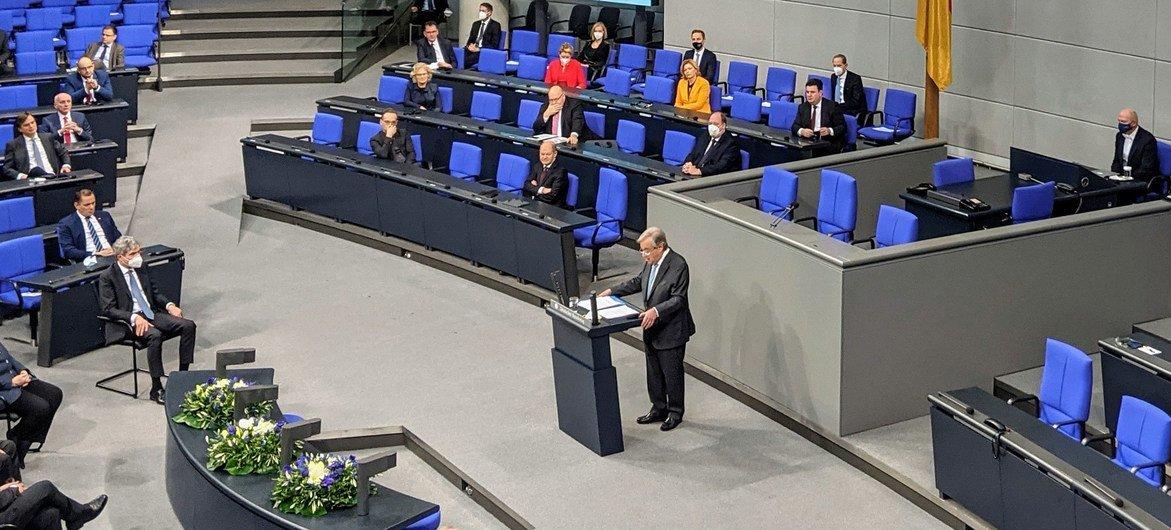 Генеральный секретарь ООН Анотониу Гутерриш выступил в Бундестаге в Берлине, Германия.