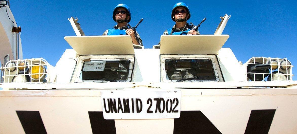 A operação criada em 2007 teve uma força autorizada de mais de 19,2 mil boinas azuis, incluindo tropas, especialistas e oficiais