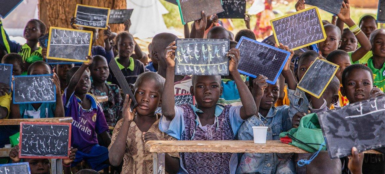 Une école à Kaya, au Burkina Faso, accueille de nombreux enfants qui ont fui leur foyer en raison de la violence.