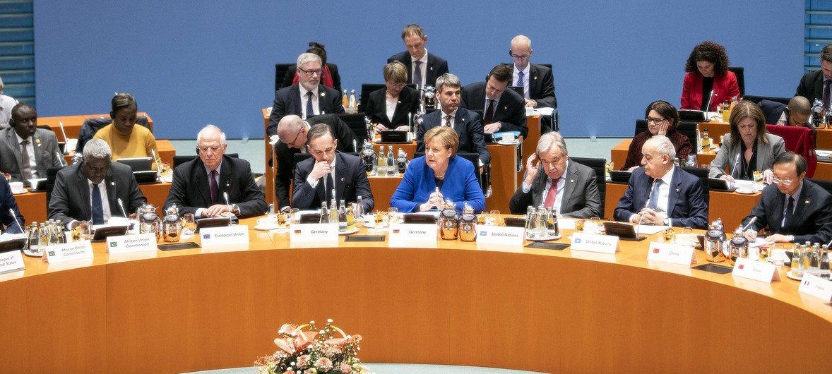 The German Chancellor, Angela Merkel, addresses the Berlin Conference on Libya alongside the UN Secretary-General António Guterres (r).
