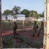 यूएन शान्तिरक्षक बन्गास्सू में गश्त के दौरान. (फ़ाइल)