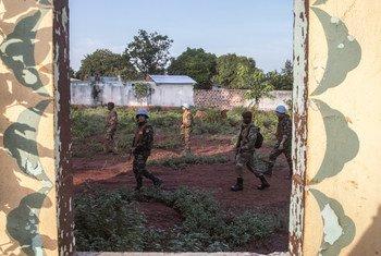 Des Casques bleus de la MINUSCA en patrouille à Bangassou, dans le sud de la République centrafricaine. (photo d'archive)