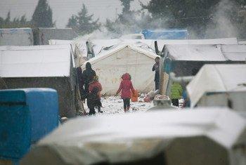 """Crianças deslocadas por causa da violência na Síria """"estão morrendo de frio."""""""