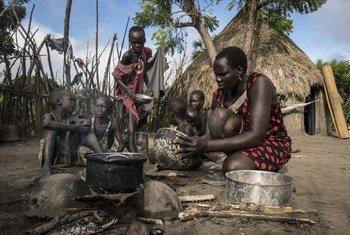 Mume wa Deborah aliuawa siku ambayo alijifungua mtoto wao wa mwisho. Hivi sasa yeye ndiye anayetunza familia yake.