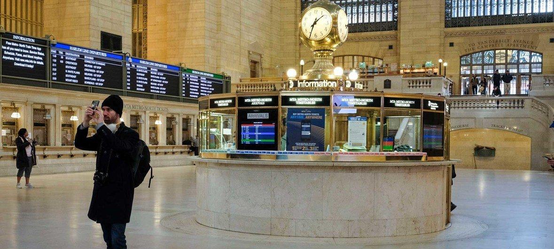 Grand Central, em Nova Iorque, que costuma estar cheia, quase vazia