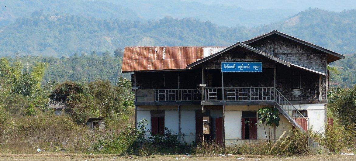 Selon l'UNICEF, les forces de sécurité au Myanmar auraient occupé des écoles et des campus universitaires. Sur cette photo, une école dans la campagne (photo d'archives).