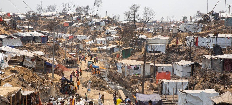 बांग्लादेश के कॉक्सेस बाज़ार में स्थित कैम्प 9 शरणार्थी शिविर में आग लगने की घटना के बाद, कुछ शरणस्थलों को फिर से बनाया गया है.