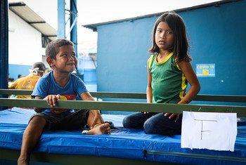 Os refugiados e migrantes indígenas venezuelanos da etnia Warao foram transferidos para um espaço seguro em Manaus, Brasil, em meio à pandemia do Covid-19.