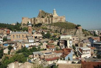 Вид на крепость Нарикала в Тбилиси, Грузия