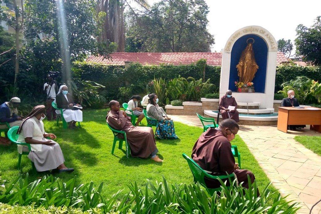 Shirika la Wafransisko Wakapuchini wa nchini Kenya wakiwa kwenye tukio la kupanda miti kuadhimisha miaka 5 tangu Papa Francis apitishe tamko la kutunza mazingira.
